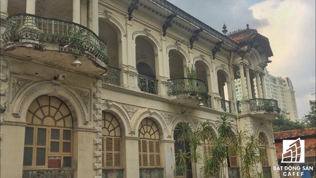 Cận cảnh căn biệt thự cổ gần 100 năm trị giá 35 triệu USD tại Sài Gòn, vừa được đề xuất đưa vào danh mục phải trùng tu hoàn toàn  - Ảnh 4.