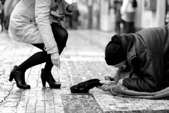 Nhất quyết không cho chú bé mồ côi một đôi giày mới: Tưởng là ác nhưng thực ra ông chủ đã dạy cậu bài học quý giá để trưởng thành mà ai trong chúng ta cũng cần ghi nhớ  - Ảnh 3.