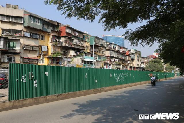 Ảnh: Bãi đỗ xe thông minh đắp chiếu, biến thành nơi trông xe truyền thống tại Hà Nội - Ảnh 4.