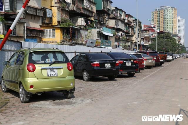 Ảnh: Bãi đỗ xe thông minh đắp chiếu, biến thành nơi trông xe truyền thống tại Hà Nội - Ảnh 5.