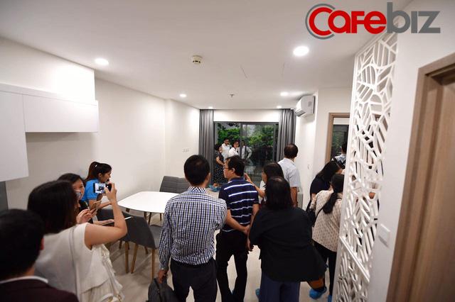 Đại đô thị theo mô hình Singapore nhưng cho trả góp lên tới 35 năm của Vingroup thu hút hàng ngàn người tham quan trong ngày ra mắt nhà mẫu - Ảnh 8.