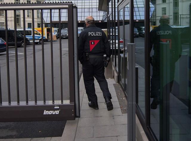Khám xét trụ sở Deutsche Bank vì cáo buộc rửa tiền - Ảnh 2.