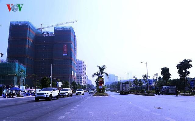 Cận cảnh phố 8 làn xe ở Hà Nội được đề xuất đặt tên Trịnh Văn Bô - Ảnh 1.