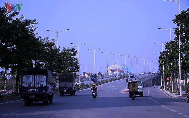 Cận cảnh phố 8 làn xe ở Hà Nội được đề xuất đặt tên Trịnh Văn Bô - Ảnh 7.