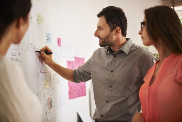 Đi làm ai cũng muốn thành tâm phúc của sếp và đây là 5 cách đơn giản giúp bạn nổi bật giữa các đồng nghiệp và gây ấn tượng với cấp trên - Ảnh 3.