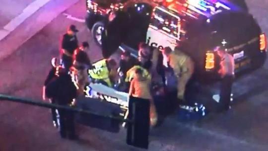 Mỹ: Xả súng kinh hoàng tại California, nạn nhân nằm la liệt - Ảnh 2.
