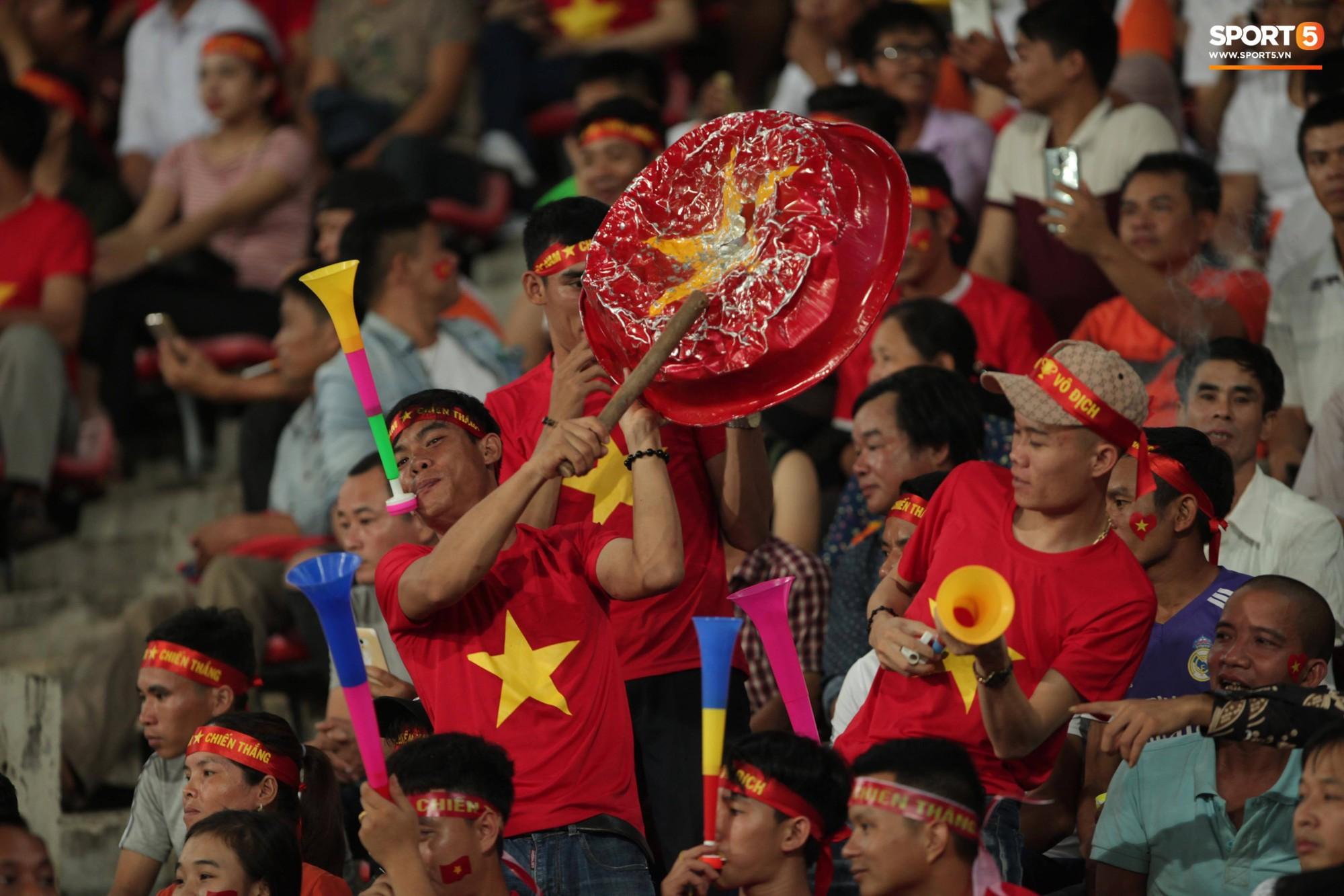 aff cup 2018 - photo 6 1541735881726307403829 - Đây mới là lý do khiến cầu thủ Lào chạnh lòng sau trận thua Việt Nam ở AFF Cup 2018
