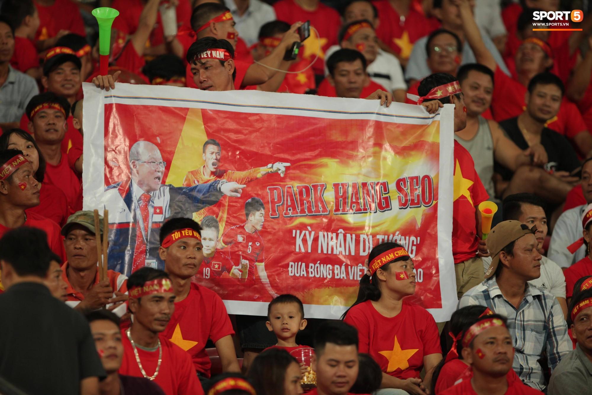 aff cup 2018 - photo 7 1541735881727979797668 - Đây mới là lý do khiến cầu thủ Lào chạnh lòng sau trận thua Việt Nam ở AFF Cup 2018