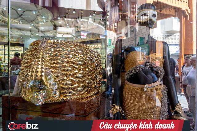 Khu chợ không có gì ngoài điều kiện ở Dubai: Trưng bày chiếc nhẫn vàng lớn nhất thế giới nặng 64kg trị giá 3 triệu USD để du khách tha hồ selfie - Ảnh 7.