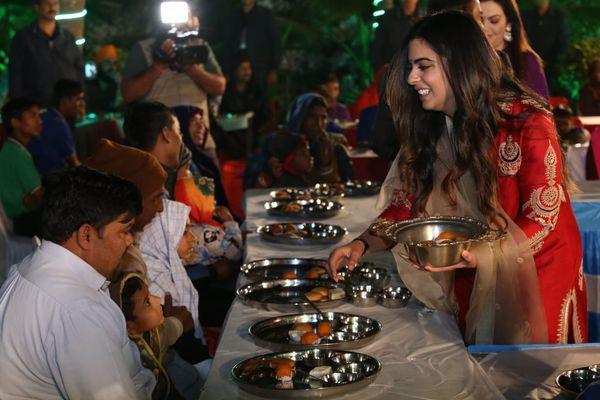 'Chịu chơi' như tỷ phú giàu nhất châu Á: Chi 100 triệu USD tổ chức đám cưới thế kỷ cho con gái, mời cả bà Hillary Clinton và ca sỹ Beyonce đến dự - Ảnh 2.