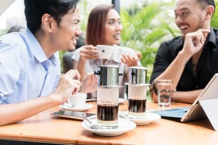 Gu uống cà phê phin của người Việt trong nhịp sống tiên tiến: đậm đà, nguyên chất và phải sạch - Ảnh 3.