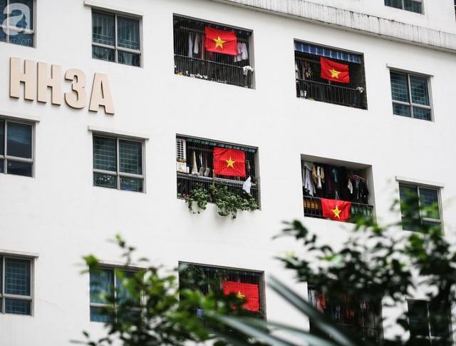 Trước thềm chung kết AFF, cờ đỏ sao vàng nhuộm cả một góc Linh Đàm, chỉ nhìn thôi đã thấy khí thế rợp trời  - Ảnh 9.
