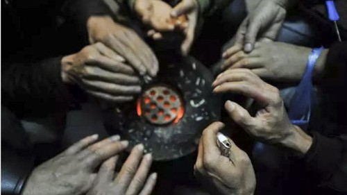Trung Quốc: Bắt giam những người đốt than sưởi ấm - Ảnh 1.