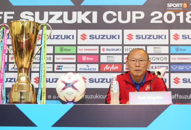 HLV Park Hang-seo bật cười khi nghe hậu vệ Malaysia nói Việt Nam chủ trương đá xấu - Ảnh 2.