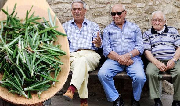 Ngôi làng có tới 300 người sống 100 tuổi nhờ ăn lá gia vị này: Bạn rất nên trồng một cây - Ảnh 2.