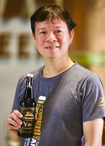 """Chân dung nghệ nhân nấu bia thủ công Việt Nam lên """"Street Life Hanoi"""" của CNN - Ảnh 7."""