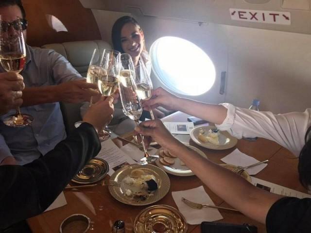 Vừa đăng quang, Hoa hậu Hoàn vũ 2018 đã được đại gia Philippines đón về nước bằng phi cơ riêng với dịch vụ siêu sang - Ảnh 2.