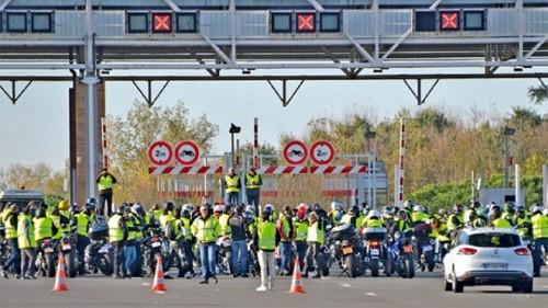 Chính phủ Pháp đau đầu vì lực lượng cảnh sát cũng đe dọa đình công, xuống đường biểu tình - Ảnh 4.