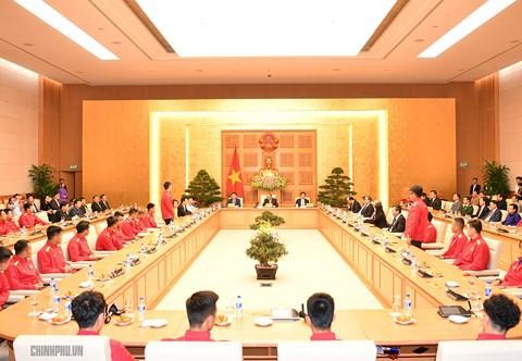 Thủ tướng yêu cầu tiền thưởng phải đến trực tiếp các cầu thủ - Ảnh 3.