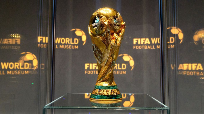 asian cup 2019 - photo 3 15454798361971924755792 - Choáng trước cân nặng của chiếc cúp Asian Cup 2019 – giải đấu ĐT Việt Nam sắp tham dự chỉ sau ít ngày nữa