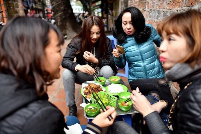 món ngon mùa đông hà nội - photo 2 1545526899197621922682 - Món ngon mùa đông Hà Nội xuất hiện lung linh trên báo Pháp nhưng nhiều người vẫn không dám ăn vì lý do này