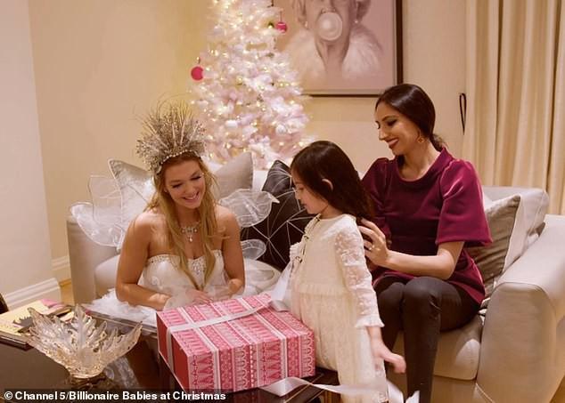 Hội rich kid Anh Quốc khoe quà Giáng sinh sớm, toàn trang sức, hàng hiệu tiền tỷ - Ảnh 5.