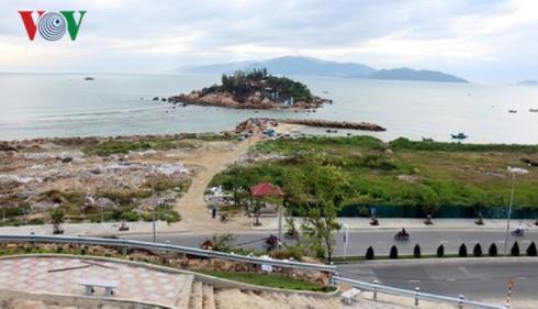 Vịnh Nha Trang đang bị băm nát - Ảnh 1.
