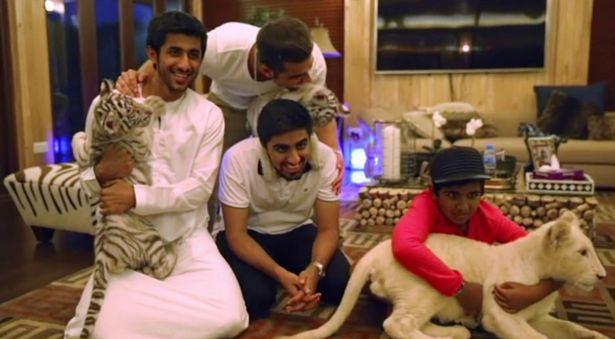 'Rich kid' đẳng cấp Dubai: Sở hữu BST giày trị giá 1 triệu USD, sinh nhật được tặng siêu xe Ferrari, gặp gỡ các sao hạng A thế giới như cơm bữa - Ảnh 4.