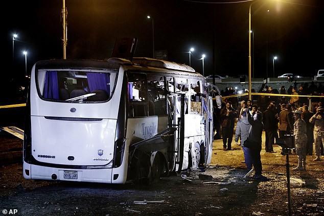 Xe chở đoàn du khách Việt Nam bị đánh bom ở Ai Cập: Ít nhất 14 người thương vong - Ảnh 1.