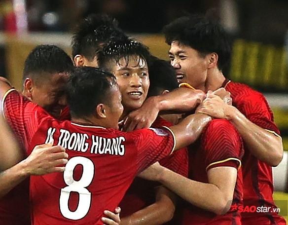 Mẹ Phan Văn Đức: Con đi đá bóng 10 năm, lương chỉ đủ mua kem đánh răng - Ảnh 1.