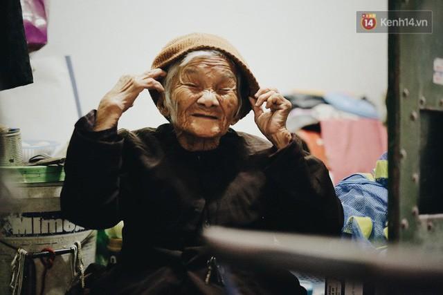 Ghé thăm cụ bà lưng còng trong bức ảnh gục đầu bên gánh hàng rong giữa ngã tư Hà Nội khiến nhiều người xót xa  - Ảnh 12.