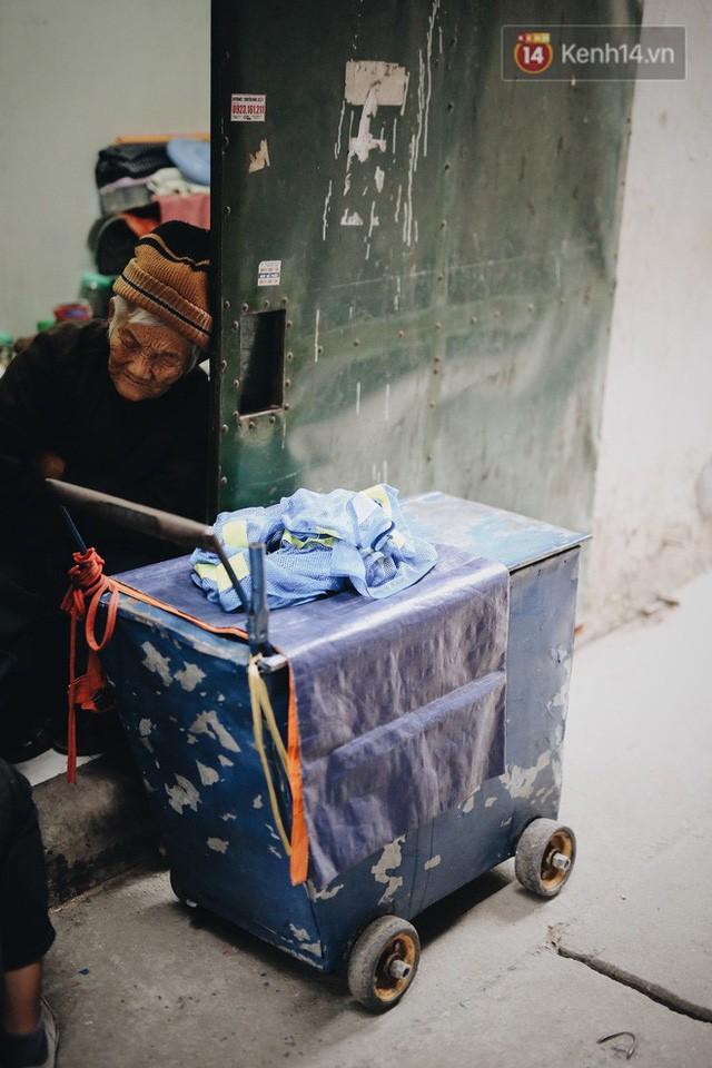 Ghé thăm cụ bà lưng còng trong bức ảnh gục đầu bên gánh hàng rong giữa ngã tư Hà Nội khiến nhiều người xót xa  - Ảnh 6.