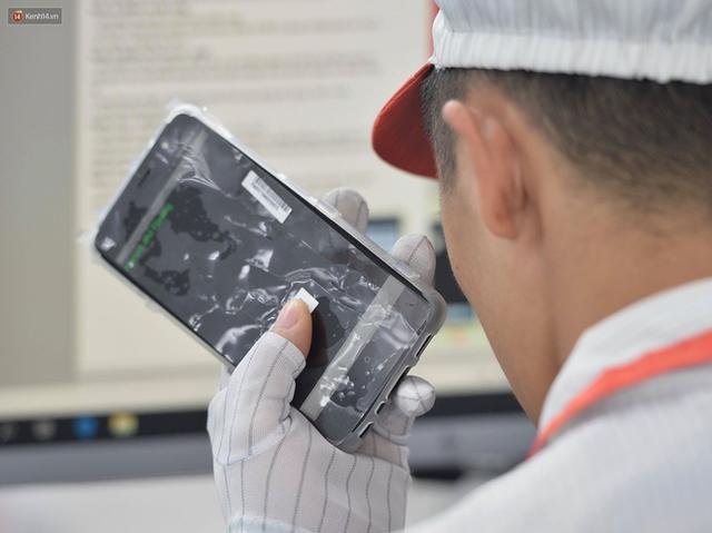 Lộ diện điện thoại Vsmart: Camera kép đặt dọc, màn hình gần tràn viền - Ảnh 2.