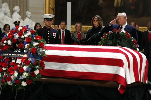 Lý do ông Trump từ chối đọc điếu văn tại tang lễ cố Tổng thống George H.W. Bush - Ảnh 1.