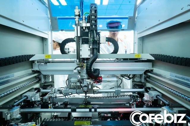 Vingroup sản xuất Vsmart bằng những máy móc tân tiến nào? - Ảnh 2.