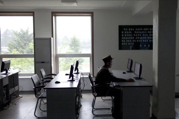 Bí mật đội quân tin tặc của Triều Tiên: Phần 2- Chuyện đời một hacker bỏ trốn - Ảnh 3.