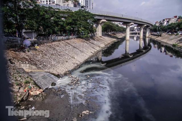 Tràn ngập nước thải, liệu sông Tô Lịch có tái sinh thành sông Thames? - Ảnh 2.