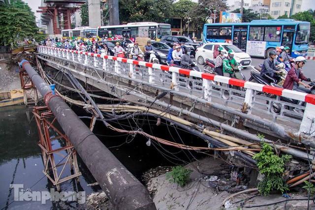 Tràn ngập nước thải, liệu sông Tô Lịch có tái sinh thành sông Thames? - Ảnh 5.