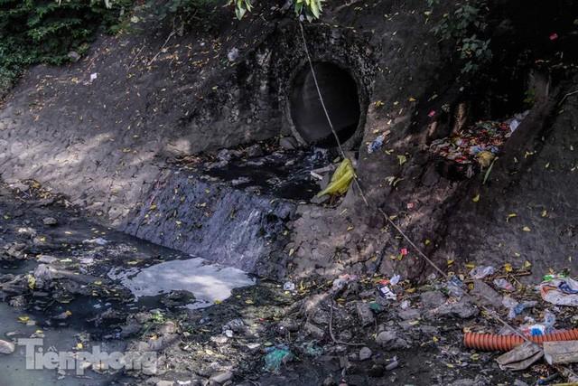Tràn ngập nước thải, liệu sông Tô Lịch có tái sinh thành sông Thames? - Ảnh 6.