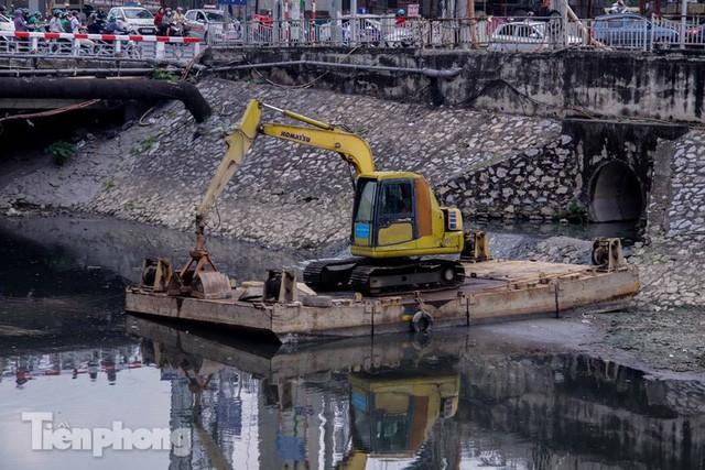 Tràn ngập nước thải, liệu sông Tô Lịch có tái sinh thành sông Thames? - Ảnh 10.