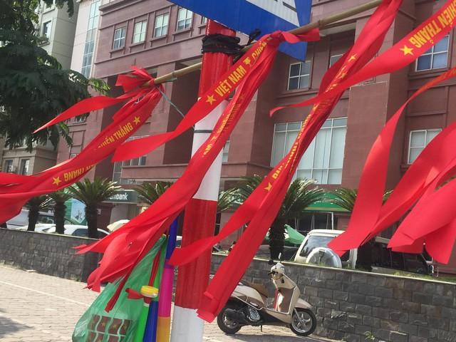Choáng ngợp trước hình ảnh cờ đỏ sao vàng trước trận Việt Nam - Philippines - Ảnh 2.