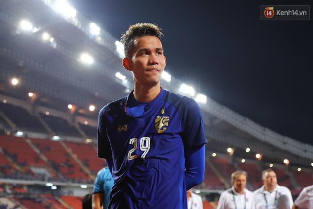 Cầu thủ Thái Lan suy sụp, gục khóc nức nở sau thất bại đau đớn trước Malaysia - Ảnh 12.