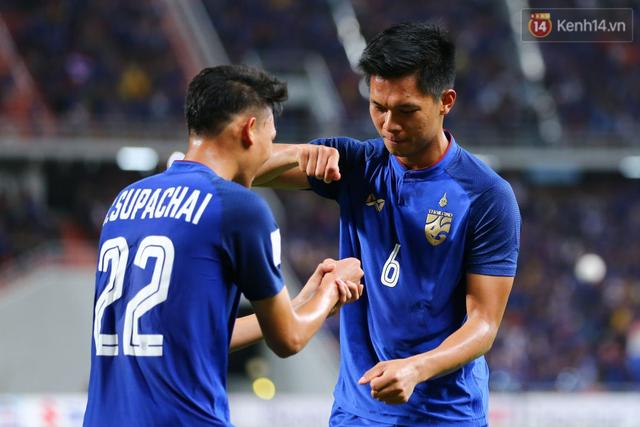 Cầu thủ Thái Lan suy sụp, gục khóc nức nở sau thất bại đau đớn trước Malaysia - Ảnh 16.
