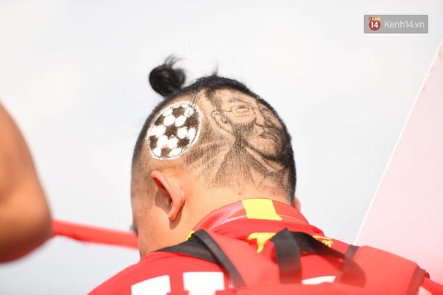 Chàng trai in hình HLV Park Hang-seo lên đầu, vượt gần 1.000km để cổ vũ đội tuyển Việt Nam tại SVĐ Mỹ Đình - Ảnh 4.