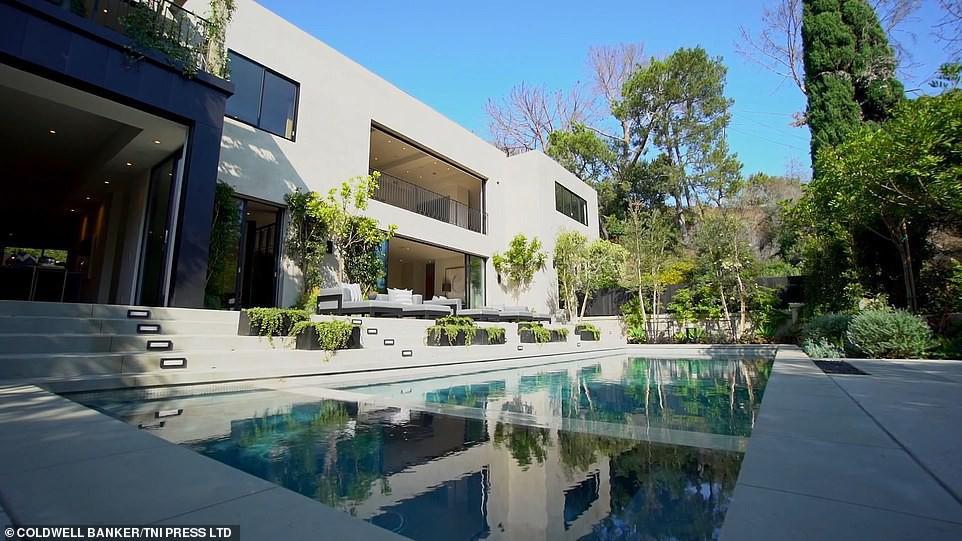 kylie jenner - photo 4 15440651629631304809234 - 21 tuổi đã kiếm hàng ngàn tỷ đồng một năm, Kylie Jenner có cuộc sống sang chảnh và tài sản đáng ghen tị đến mức nào?