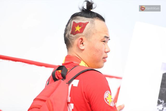 Chàng trai in hình HLV Park Hang-seo lên đầu, vượt gần 1.000km để cổ vũ đội tuyển Việt Nam tại SVĐ Mỹ Đình - Ảnh 5.