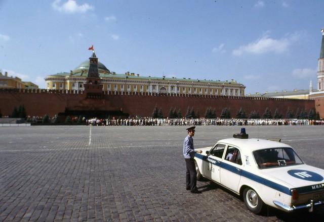 Cảnh sát Liên Xô thế kỷ trước đã đi cả BMW, Mercedes hay Volvo - Ảnh 18.