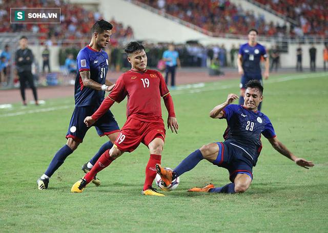 Một, hai... rồi bốn cầu thủ Philippines cũng chẳng ngăn được Quang Hải tỏa sáng - Ảnh 3.