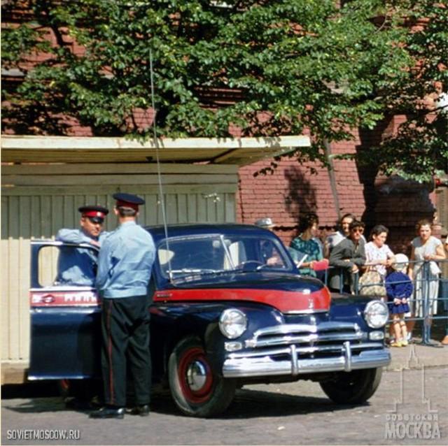 Cảnh sát Liên Xô thế kỷ trước đã đi cả BMW, Mercedes hay Volvo - Ảnh 4.