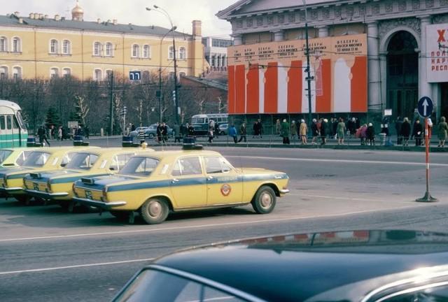 Cảnh sát Liên Xô thế kỷ trước đã đi cả BMW, Mercedes hay Volvo - Ảnh 9.